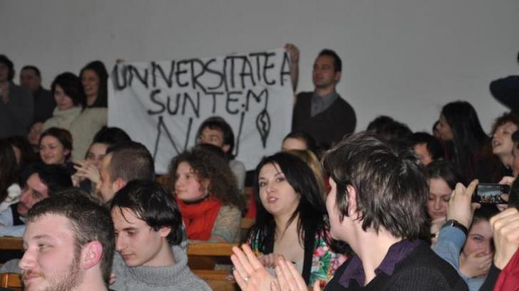 Ce ne spun și ce ascund paginile web ale universităților din România? Studiu asupra transparenței din universități