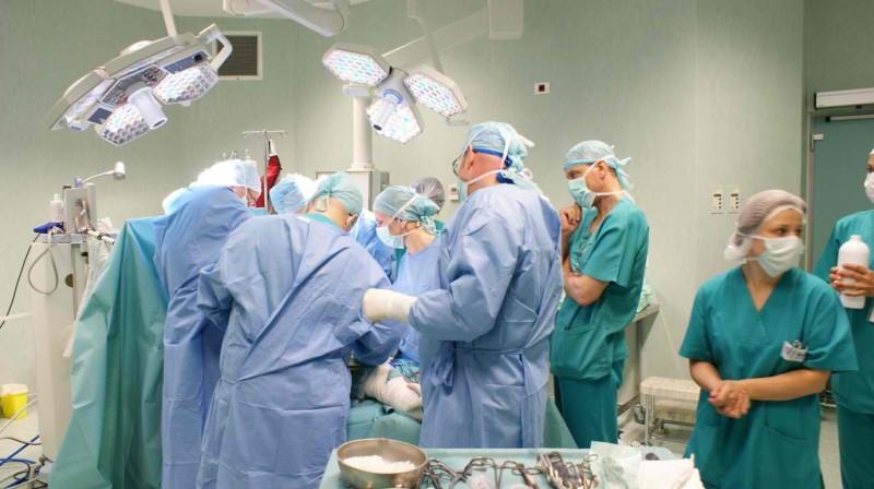 Astăzi se vor semna noile contracte privind gărzile din spitale. Oare?