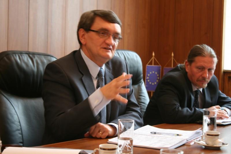 Victor Ciorbea este concediat de Ziua Internaţională a Drepturilor Omului! Dă-i și tu preaviz