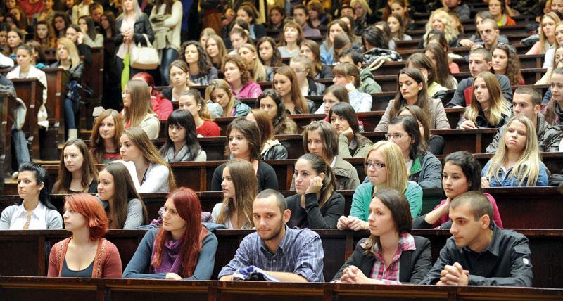 De ce este așa jos învățământul universitar din România. Citește Raportul TT-G3A pe 2014 asupra mediului academic românesc