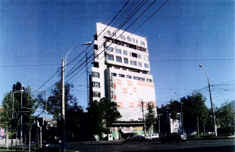 Jos blocul! Decizie în premieră a justiției: demolarea unei construcții ilegale la plângerea vecinilor cărora le-au fost încălcate drepturile