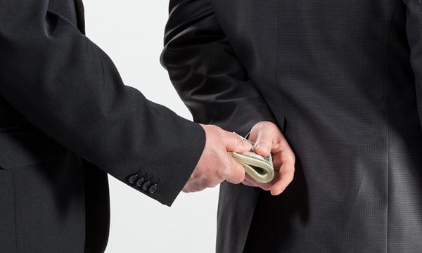 """""""Paradoxul"""" fondurilor europene: cu cât furi mai puțin cu atât capeți mai mult"""