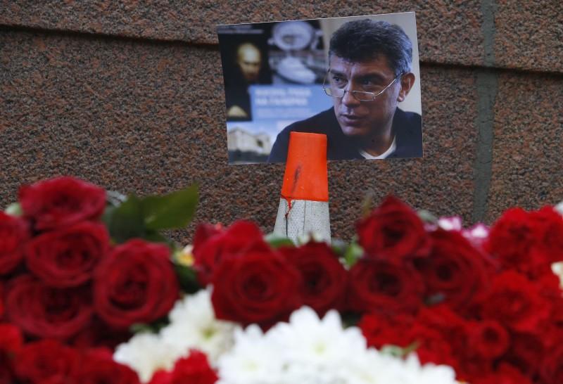 O coroană pentru victimele lui Putin la ambasada Rusiei din Kisseleff