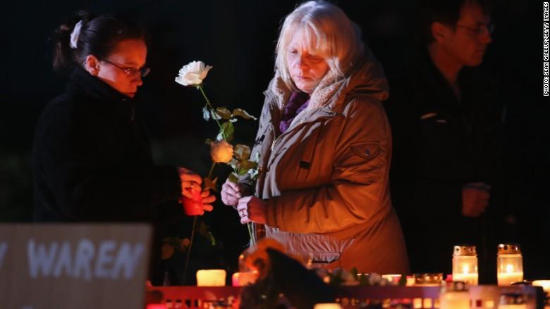 Nebunul care a prăbușit avionul Germanwings și nebunii care prăbușesc o țară