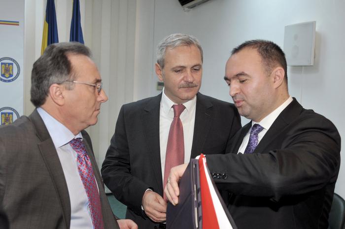 Șeful CJ Iași, Cristian Adomniței, și primarul Iașului, Gheorghe Nichita, pot pleca de-acasă, dar nu au voie la serviciu