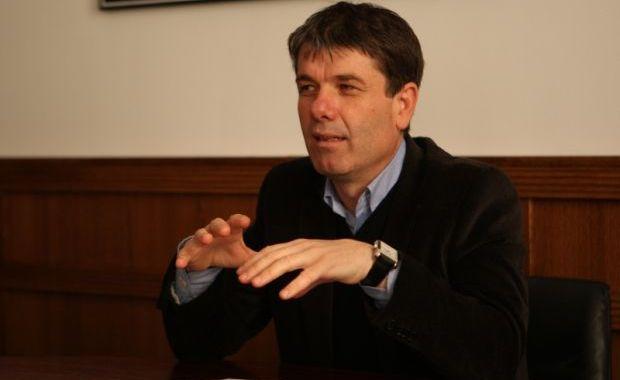 """Interceptări în dosarul primarului Brașovului, George Scripcaru: """"Să-i dăm drumul, eu am caşcavalul tu trebuie doar să îi dai drumul"""""""