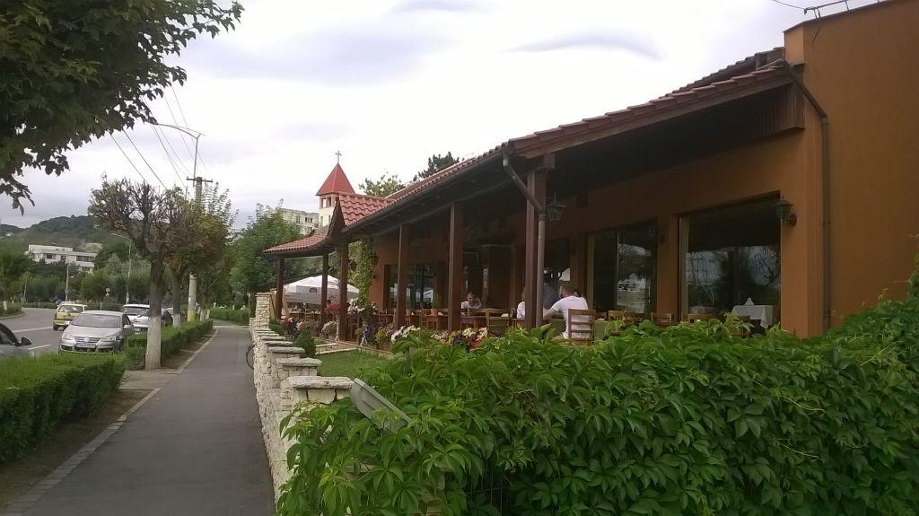 Din zecile de mii de turiști care au dat năvală în Cluj, trei au trecut podul peste Someș, astăzi, pe la ora 11.30, la Restaurantul Sinaia