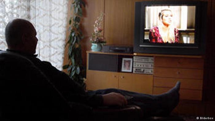 Relația dintre sărăcie și televiziune în România