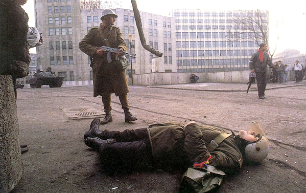 """CEDO condamnă România în cauza dosarul Revoluției. Dincolo de moarte, """"golanul"""" Cristi Paţurcă trage o palmă sistemului! Și sculptorul Vlad Ciobanu a câştigat!"""