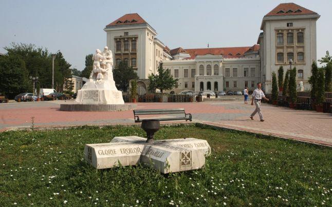 Măcinată de scandaluri și cu DNA-ul la poartă, două facțiuni din UMF Iași se luptă pe regulamentul de alegere a rectorului