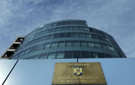 UPDATE. Iohannis i-a cerut Avocatului Poporului să sesizeze CCR. CSM a decis, în unanimitate, sesizarea CCR pentru conflict între puterea judecătorească și cea executivă