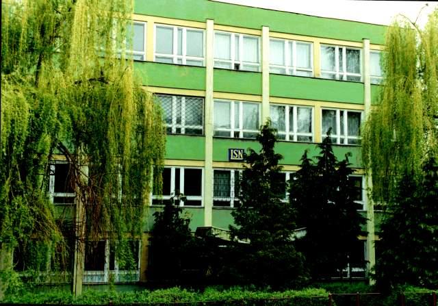 Elevii unui colegiu din Braşov cer demiterea profesorului care îi agresează fizic şi verbal