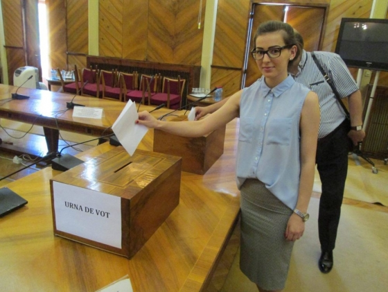 Tolo.ro: Relativizarea alegerilor. Ceea ce ne oripilează la Trump ne încântă la Cioloș