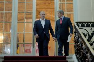 Premierul desemnat, Dacian Ciolos, paraseste sediul PSD, condus de  presedintele formatiunii, Liviu Dragnea, unde s-au consultat pe tema formarii noului Guvern, miercuri , 11 noiembrie 2015. ANDREEA ALEXANDRU / MEDIAFAX FOTO