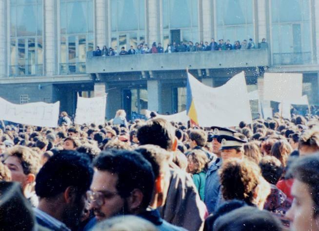 Cluj, Casa de Cultură a Studenților, 1995, grevă studențească/ foto: Csaba Vizauer