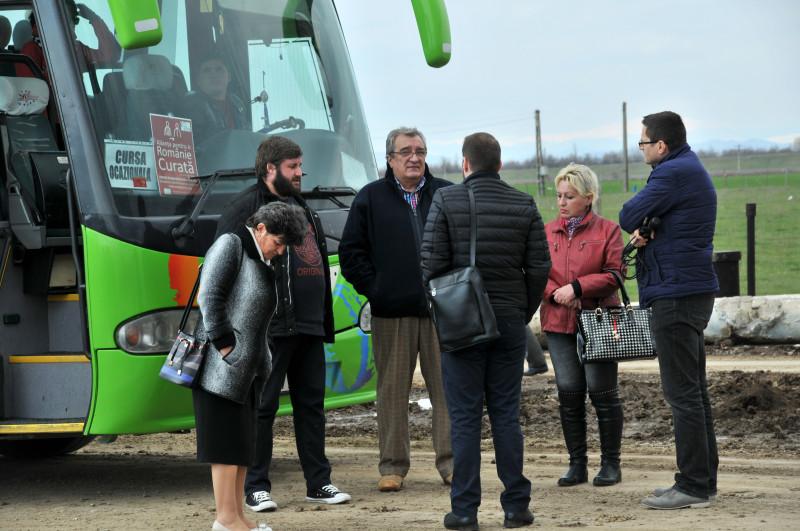 Turul marilor tunuri, la Ploieşti. Cu autobuzul pe urmele corupţiei şi ale proiectelor eşuate