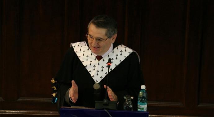"""""""Cuza"""" instalează rector interimar. Cel ales nu are drept de semnătură, iar profesorii nu îşi pot încasa salariile"""