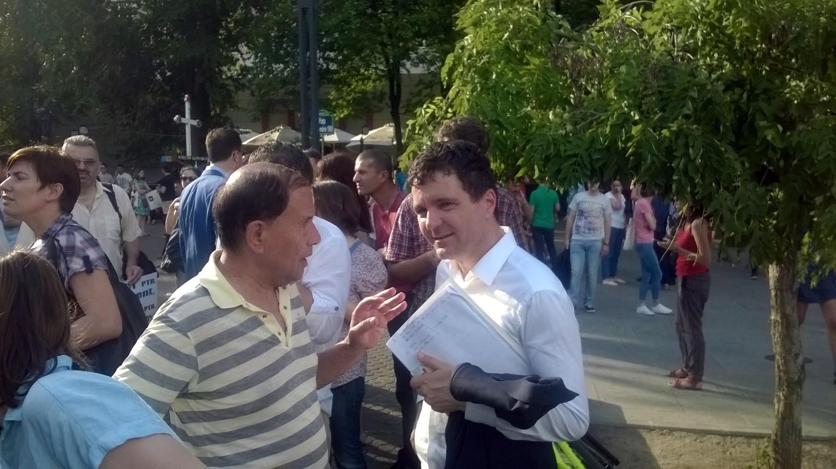 """Protest la Piața Universității împotriva deciziilor Parlamentului: """"Titus Corlățean, ești o rușine pentru România/DNA te așteaptă!"""""""