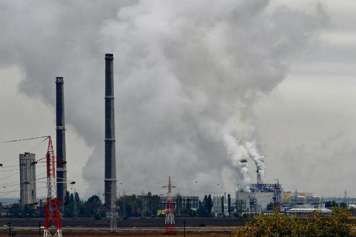 Mobilizare la Ploiești împotriva poluării aerului de la combinatele petrochimice. Autoritățile spun că nu e nici o problemă, deși aparatele de măsură nu funcționează