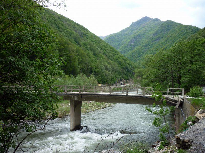 Salvează ultimul mare râu fără baraje al României. Semnează și tu această petiție, dacă îți dorești ca Defileul Jiului să rămână așa cum îl știi
