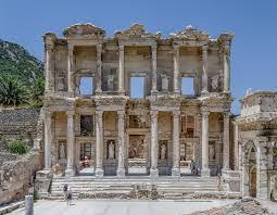 Vom asista oare la dispariția completă a studiilor clasice din România?