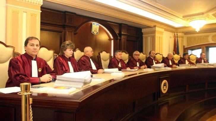 NU demonstrăm contra Curţii Constituţionale
