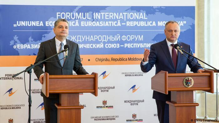 "Igor Dodon a semnat oficial documentul care va duce Moldova spre ""o utopie"""