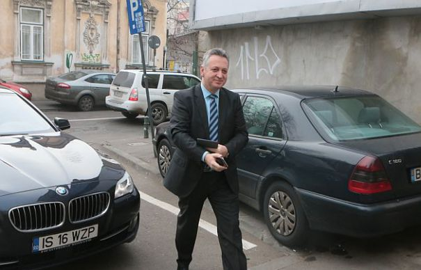 O afacere bună. Pentru recuperarea unei șpăgi de 900.000 de euro, DNA a pus din nou sechestru pe BMW-ul de negăsit al lui Fenechiu
