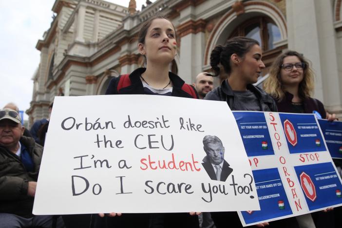Protest de proporții în Ungaria împotriva desființării universității lui Soros