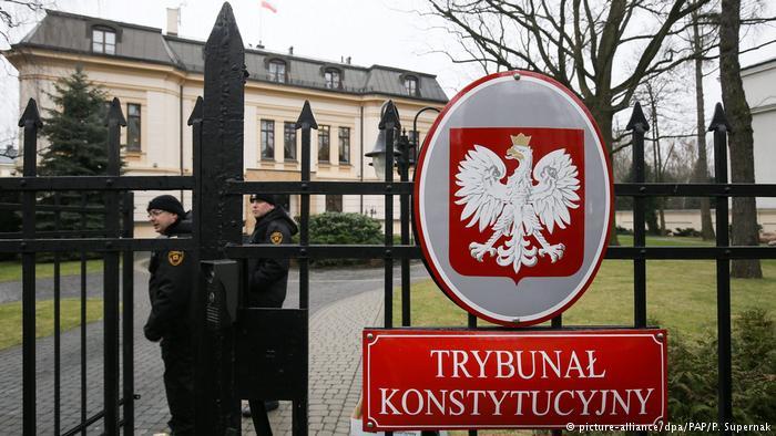 """Cu """"opțiunea nucleară"""" împotriva reformei Justiției din Polonia"""