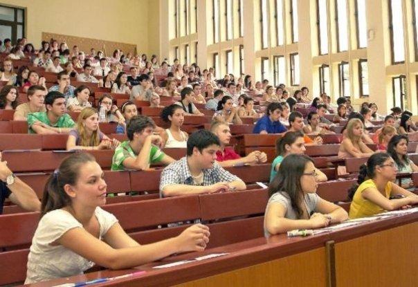 Liga Studenţilor critică propunerile ministrului Tudorel Toader şi îl invită la dezbateri