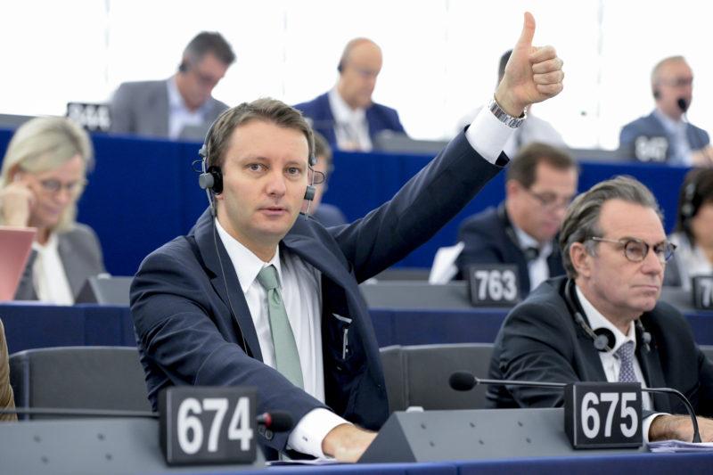 Europarlamentarul lui Băsescu îşi atacă şeful: Vorbeşte de abuzuri în interes propriu