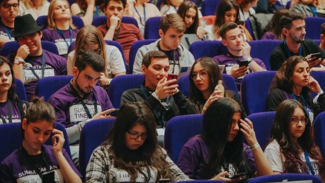 Campanie CTR şi România Curată: vrem să aflăm cât investesc autorităţile locale în tineri