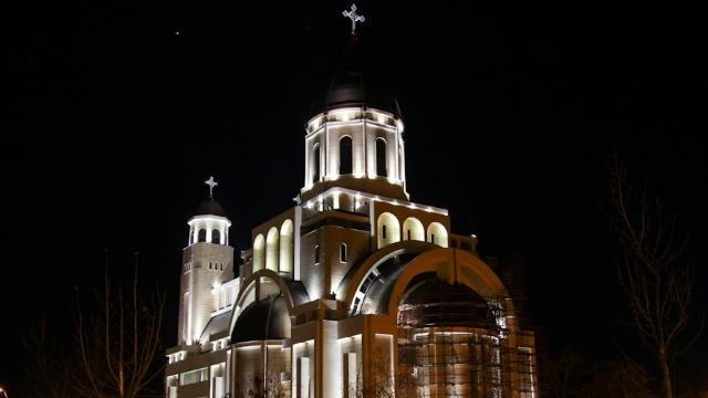 """Chiar şi """"uşa de biserică"""" are un preţ: la Bacău, 25.000 de euro"""