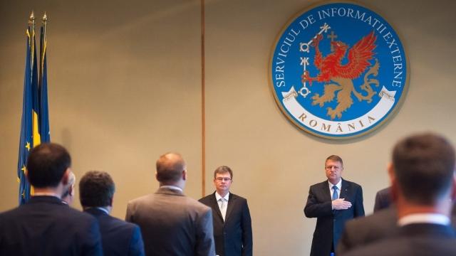 Luăm statul la întrebări: când va propune preşedintele Iohannis un nou director civil la SIE?