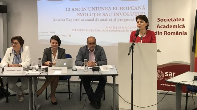 """Angela Cristea: """"Mă îngrijorează că falia din societatea românească pare că se adânceşte tot mai mult"""""""