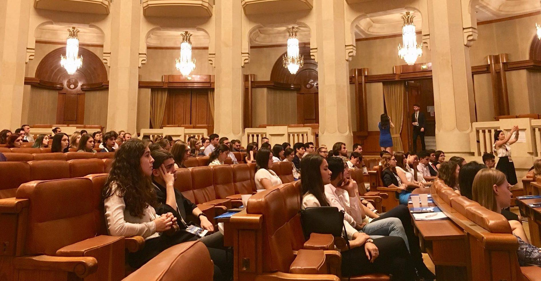 Ce își doresc tinerii din România: 13 idei concrete de citit, de urmărit și mai ales de aplicat