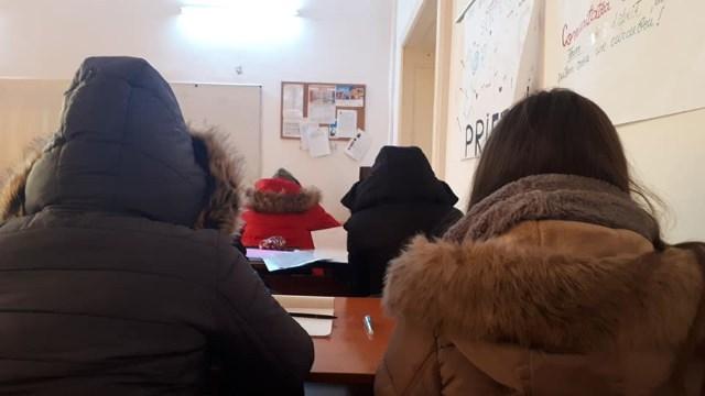Elevii din Vrancea se plâng că îngheață de frig în clase