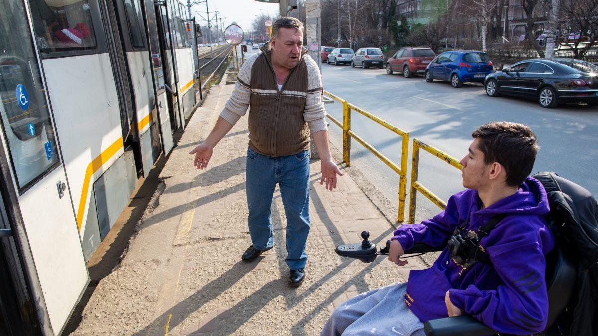 Luăm statul la întrebări: când are de gând Primăria București să își accesibilizeze infrastructura pentru persoanele cu dizabilități?