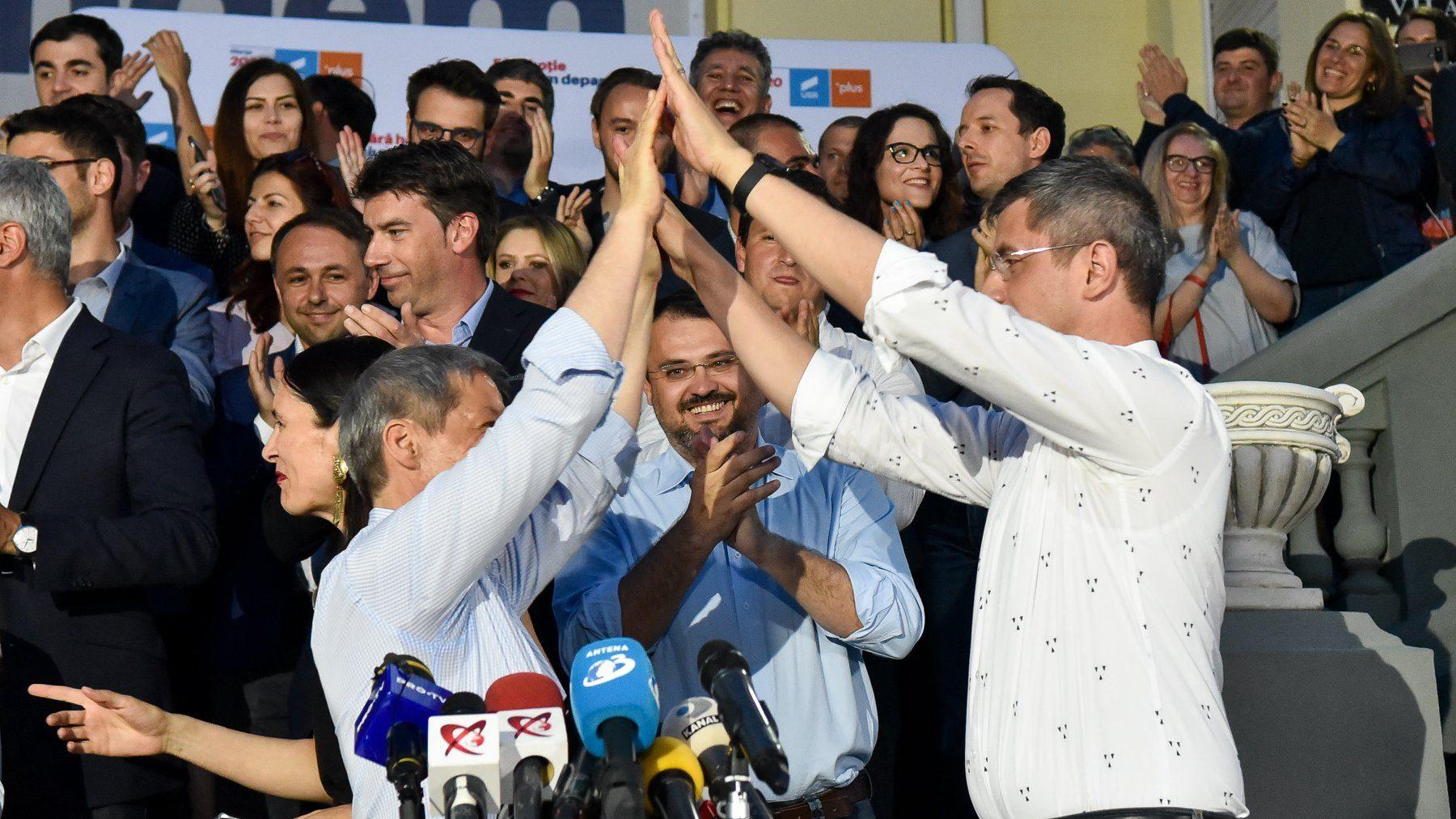 USR-PLUS începe salvarea României cu minorii securiști