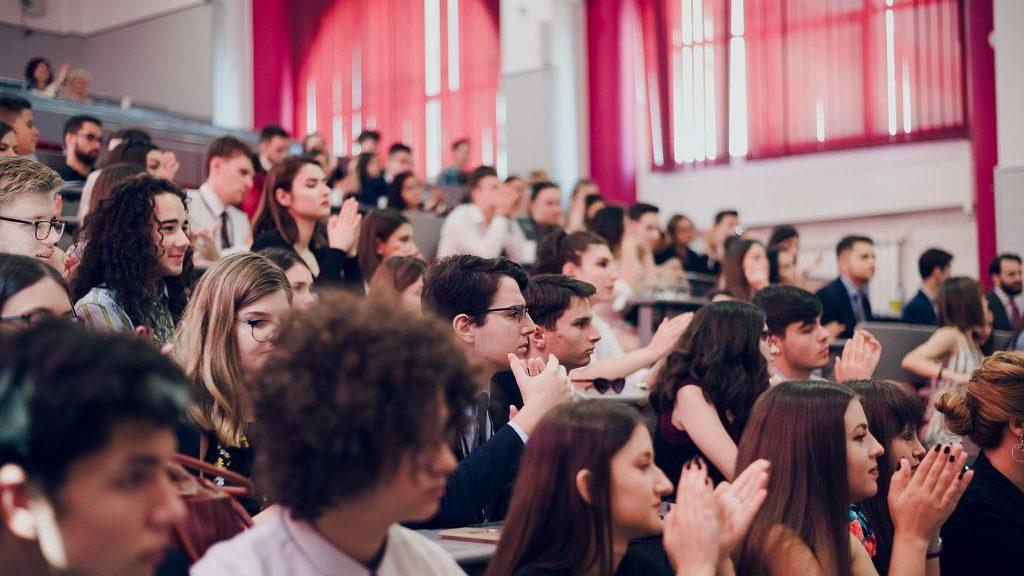 Consiliul Elevilor: acordarea statutului de autoritate publică pentru profesori va contribui la distrugerea relațiilor dintre aceștia și elevi