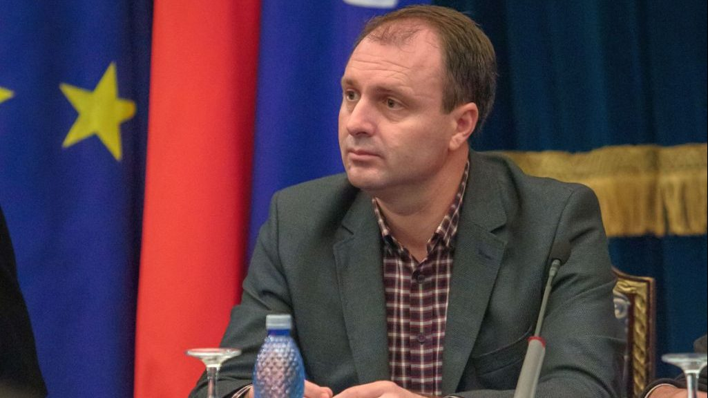 Primul plagiator pus în funcție de noua orânduire liberală: Cristian Petcu