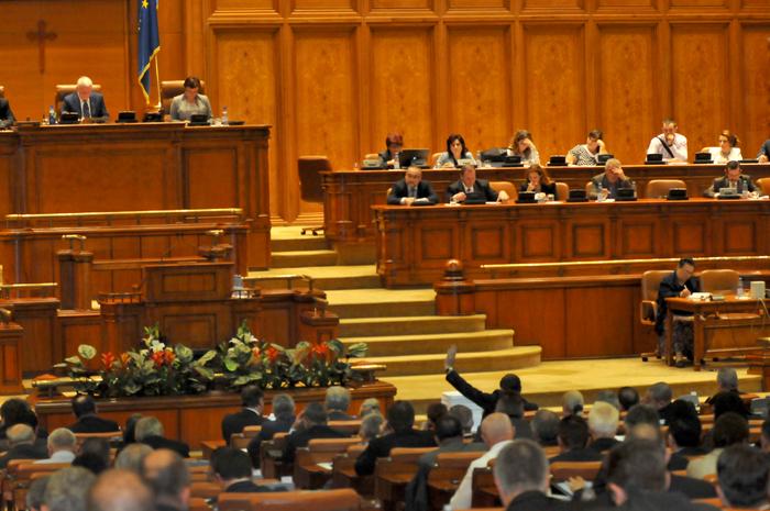 Peste 80 de parlamentari absenți de la prima ședință