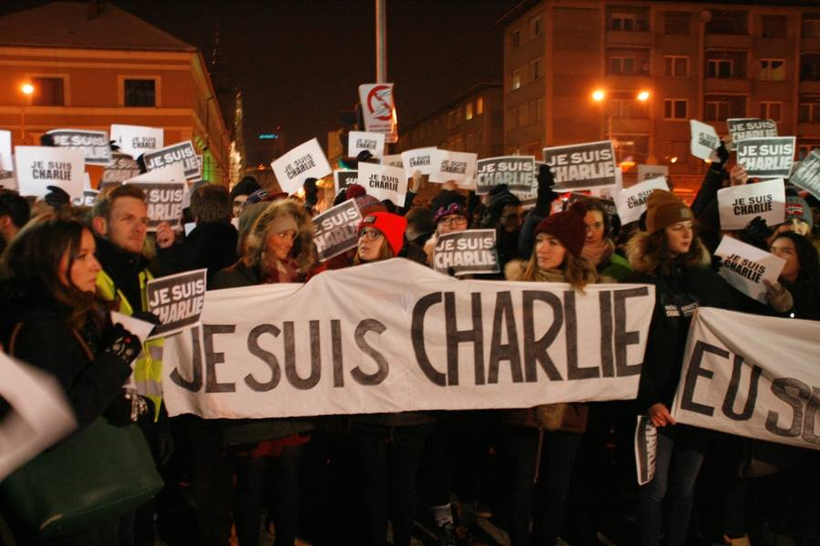 """Sute de clujeni au participat la marșul """"Je suis Charlie"""". Manifestări de solidaritate au avut loc și la București. GALERIE FOTO"""