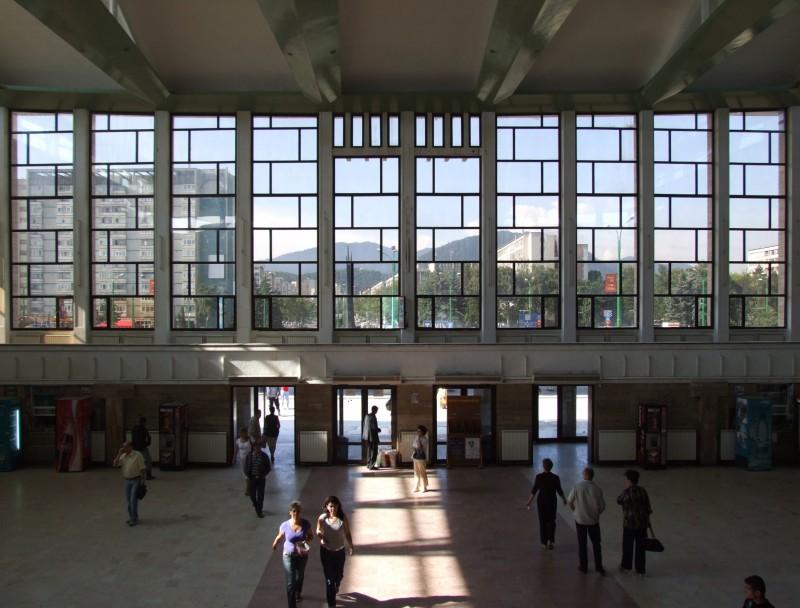 O scrisoare deschisă şi o petiţie cu peste 1600 de semnături pentru a determina Ministerul Transporturilor să reabiliteze Gara Braşov