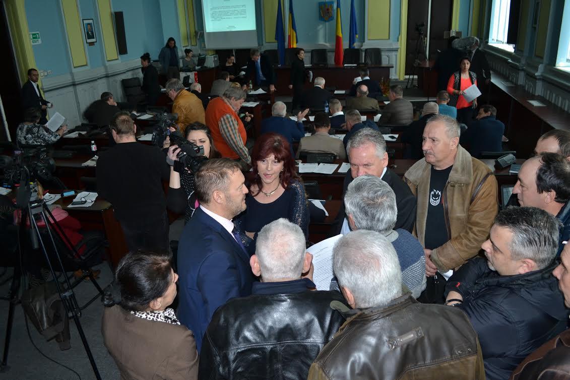 """Memoriu pentru repararea drumului către primul sat turistic din România. """"Arată ca un cofraj de ouă"""""""