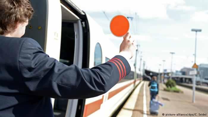 Deutsche Welle: Căi ferate sau autostrăzi?