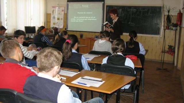 Lecția predată de școala românească elevilor în anul 2020: cum să fentezi sistemul în beneficiul tău?