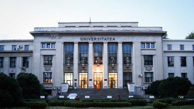 țara Arde Iar Universitatea Din București Se Piaptănă Romania