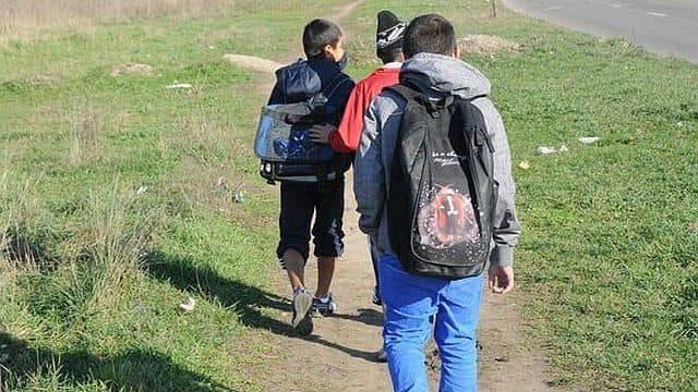 Elevii din Bacău: Solicităm urgentarea plății burselor elevilor!